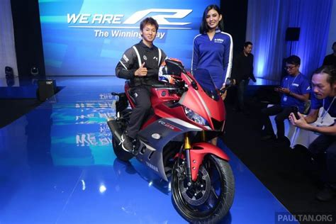 yamaha yzf  showcased  styling cues