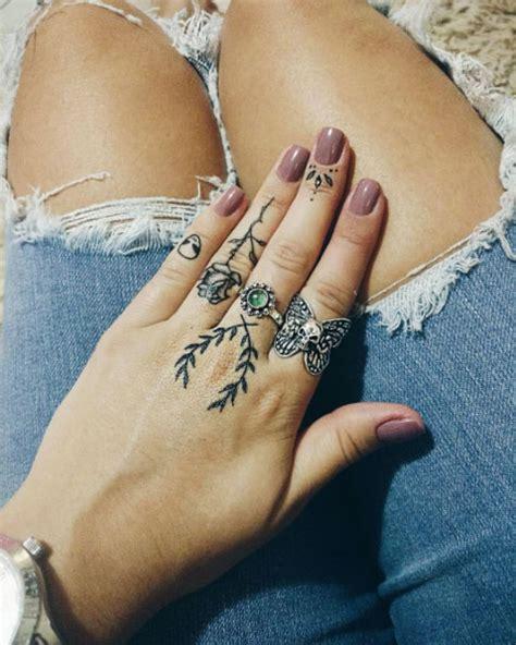 eye catching finger tattoos  women