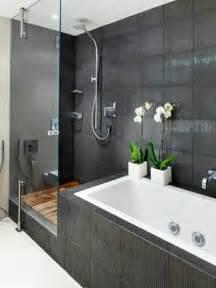 pflanzen fã r badezimmer badezimmer schwarz weib gefliest dieses bad verf gt auch ber eine gl u00e4serne schiebet r