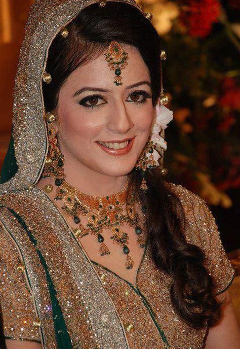 pakistani bridal hairstyle   mehndi barat walima