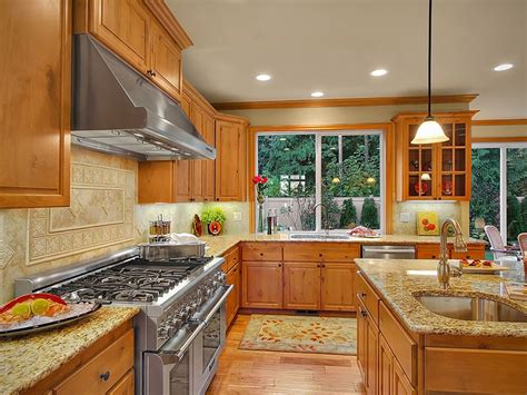 colours that go with oak kitchen cabinets giallo ornamental granite countertops pictures cost 9816