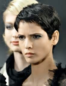 coupe de cheveux courte pour femme de 50 ans les 25 meilleures idées de la catégorie coupe courte femme sur cheveux noirs