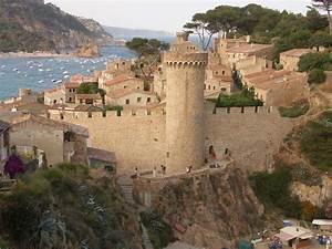 8 Best Things To Do In Tossa De Mar, Spain - A Blue ...