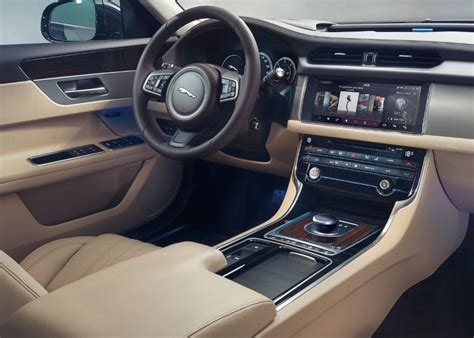 jaguar xf sportbrake interior feature   avant