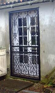 Grille de protection ouvrante pour porte fenetre for Grille de protection pour porte fenetre