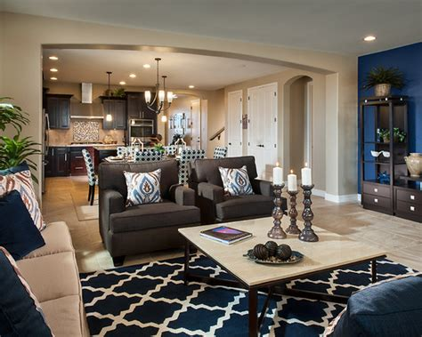 Model Home Decorating: Modern Living Room Interior Design Finished In Arch