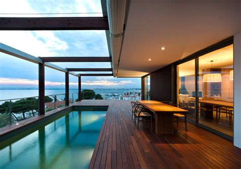 cool coastal house overlooking bay  roses spain