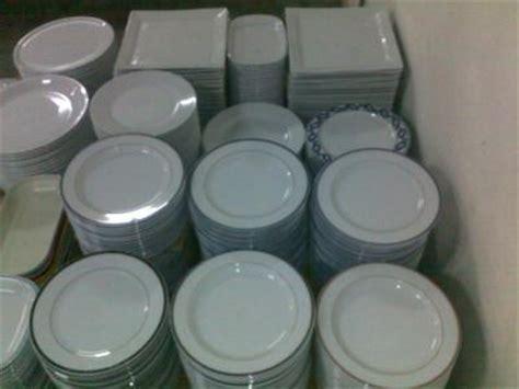 vaisselle coloree pas cher destockage vaisselle porcelaine blanche pas cher services de tous les jours bondy