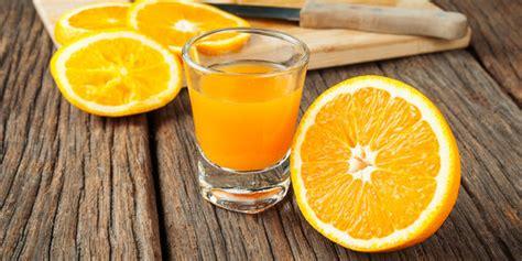 5 alasan sehat untuk lebih banyak minum air jeruk saat