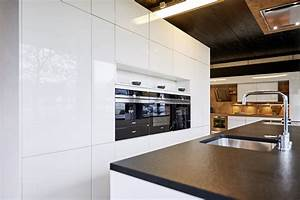 Hochglanz fronten kuchenfronten idee design kuche for Küchen sideboard