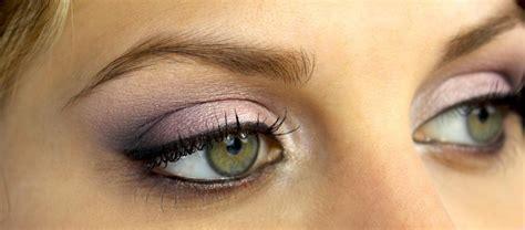 Comment maquiller des yeux verts en amande ?