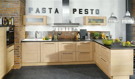 deco cuisine bois conforama cuisine bois blanchi ardoise et briques