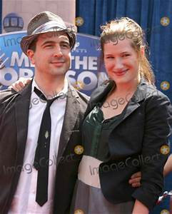 """Photos and Pictures - Kathryn Hahn & Husband """"Meet the ..."""