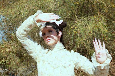 melanie martinez lanca versao deluxe  album