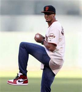 Colin Kaepernick wows Giants crowd with ceremonial first ...