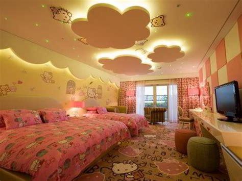 motif plafon kamar tidur anak  kitty kamar tidur