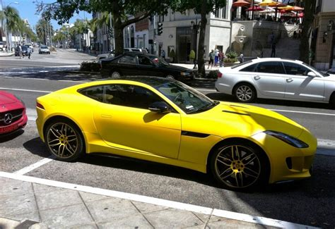 photo banana yellow jaguar  type coupe