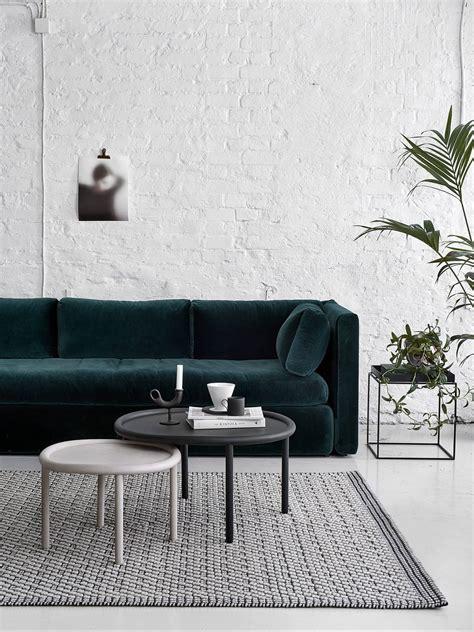 canapé cosy un canapé en velours pour un salon cosy frenchy fancy