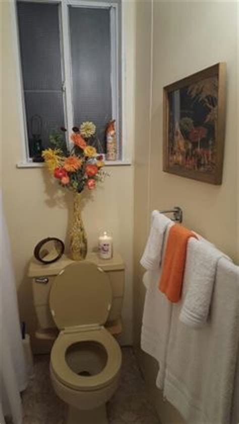 paint decor ideas for harvest gold bathroom for the home
