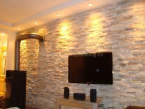 wandgestaltung stein mediterrane wandgestaltung im wohnzimmer mit kunststeinpaneele