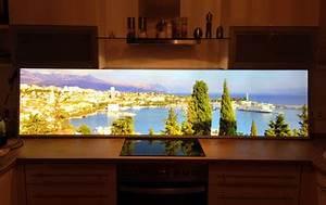 Küchenrückwand Glas Beleuchtet : k chenr ckwand mit glas motiv kuzman glas ~ Frokenaadalensverden.com Haus und Dekorationen