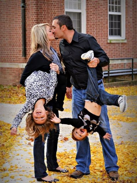 absolutely creative family picture ideas