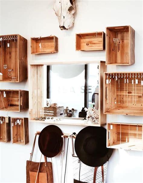 chambre avec dressing ouvert dressing en bois large dressing en bois blanc et bois