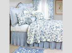 11 Cool Heavenly Blue Comforters for a Peaceful Bedroom!