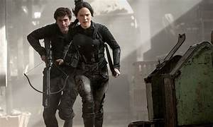 New 'Hunger Games: Mockingjay' Photos Rally the Troops