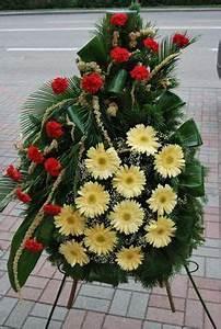 Beerdigung Schöne Ideen : grabgestaltung ideen trauerfloristik grabschmuck f r allerheiligen kreuz mit wei en rosen ~ Eleganceandgraceweddings.com Haus und Dekorationen