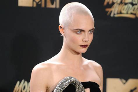 berani tampil beda  artis  pilih gaya rambut botak