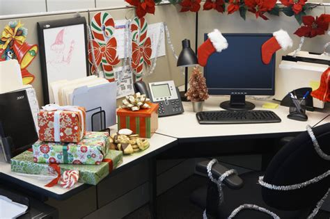 Halloween Cubicle Decorating Contest Rules by Do You Decorate Your Cubicle Or Office For The Holidays