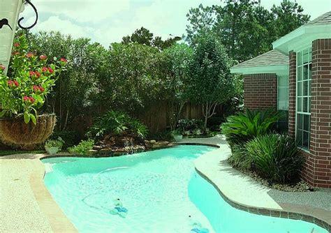 Backyard Privacy Landscaping by Backyard Landscape Designs Creating A Privacy
