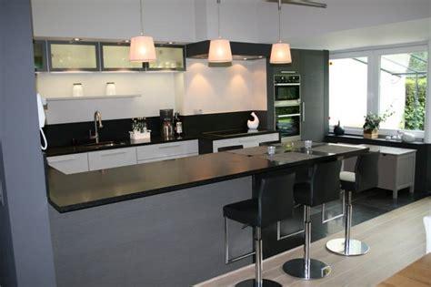 cuisine integree cuisine equipee avec table integree 28 images cuisine avec ilot central et table deco maison