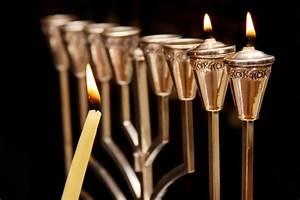 how to light the menorah and hanukkah prayer