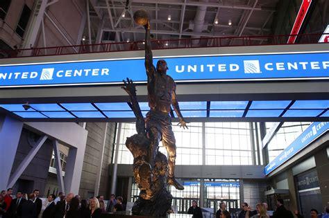 michael jordan statue centerpiece  united centers east