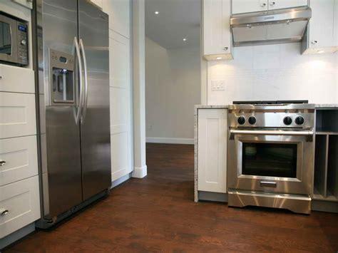 Appliances : Modern White High End Kitchen Appliances