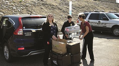 olive garden minot olive garden serves lunch at minot pd for responders
