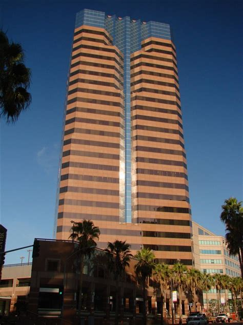 serviced offices  rent  lease   world trade center