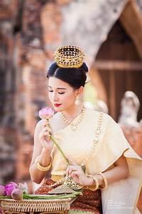 ชุดไทย | portrait thai dress | ชุดเจ้าสาว, ไทย, งานแต่งงาน  Traditional