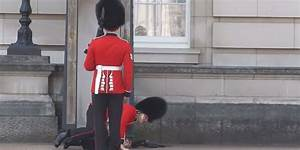 Buckingham Palace Guard Falls Over During Changing Of The ...