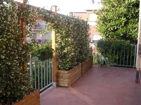 ringhiera in legno per giardino grigliati per terrazzi grigliati e frangivento