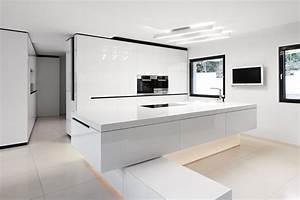 Schwarz Weiße Küche : schwarz wei e k che in minimalistischem design ~ Markanthonyermac.com Haus und Dekorationen