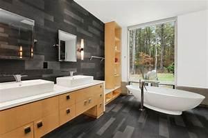 Holz Im Badezimmer : gebadet in farbe wann verwendet man schwarz im badezimmer ~ Lizthompson.info Haus und Dekorationen