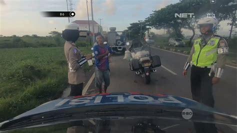 Graffiti Jalan Lucu : Lucu! Cuci Mobil Dibadan Jalan
