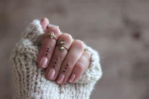 knuckle rings  dot tattoos stylin pinterest