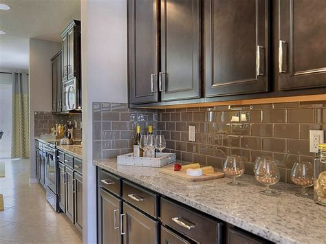 kitchens with two different colored countertops two different colors of bianco granite in the kitchen 9635