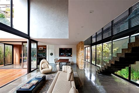 If you like stone wall design, you might love these ideas. Luxury Vila Madalena with Smooth Indoor Decor - InteriorZine