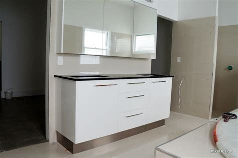 Bathroom vanity with white gloss melamine board and black