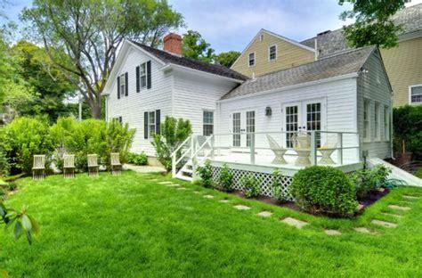 stylish hamptons cottage remodeled  ash nyc